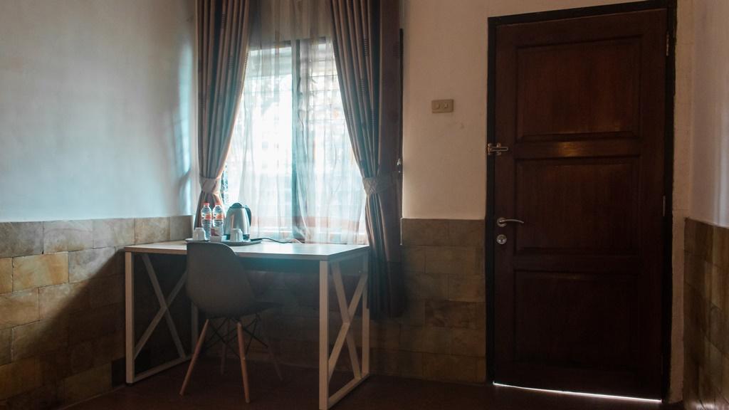 Hotel Duta Berlian Deluxe Room005