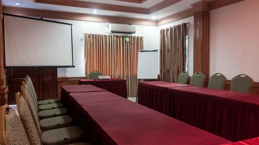 Hotel Duta Berlian Jasmine Room001